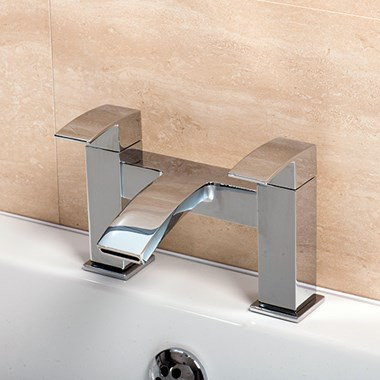 Vellamo City Waterfall Bath Filler Tap