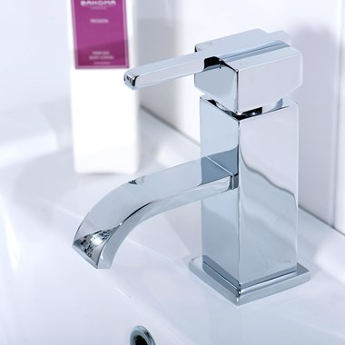 Vellamo Poise Basin Mixer with Clicker Waste