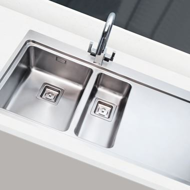 Vellamo Steel Horizon 1.5 Bowl Stainless Steel Kitchen Sink & Waste Kit - 1000 x 520mm